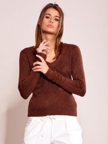 Brązowy sweter z koralikami