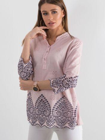 Brudnoróżowa bluzka z ażurowym wykończeniem