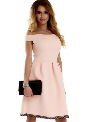Brzoskwiniowa rozkloszowana sukienka z pianki