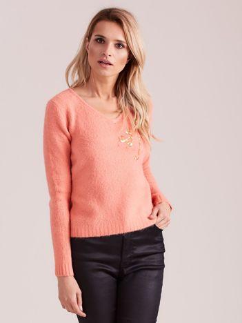 Brzoskwiniowy sweter z cekinami