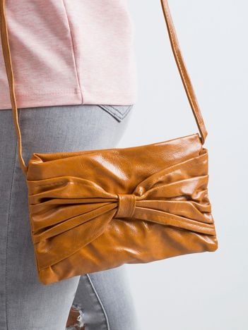 Camelowa torebka z kokardą