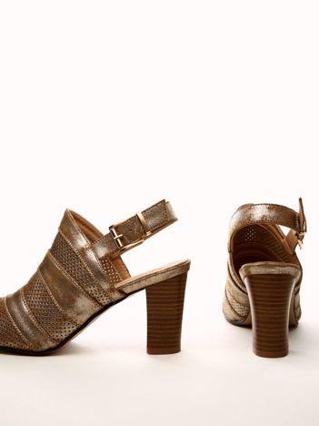 Camelowe ażurowe sandały SABATINA na słupkach ze złotym połyskiem