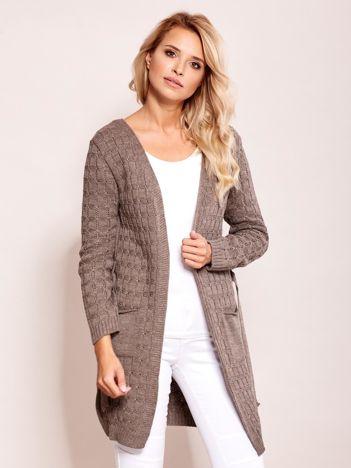 Ciemnobeżowy sweter z paskiem