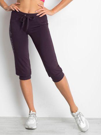 Ciemnofioletowe spodnie dresowe capri z napisem EXTORY