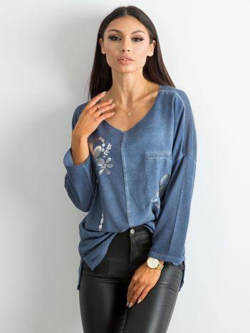 Ciemnoniebieska damska bluzka z nadrukiem