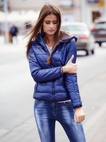 Ciemnoniebieska przejściowa kurtka z kapturem i kieszeniami