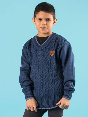 Ciemnoniebieski chłopięcy sweter w warkocze