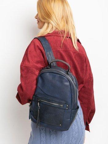 Ciemnoniebieski plecak z ćwiekami