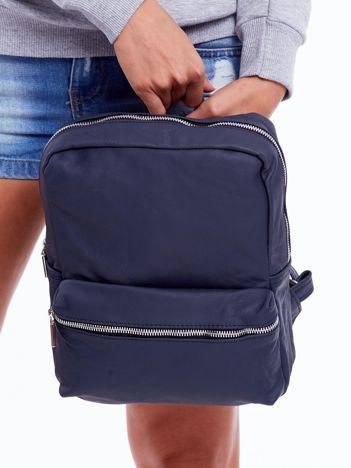 Ciemnoniebieski plecak z ekoskóry