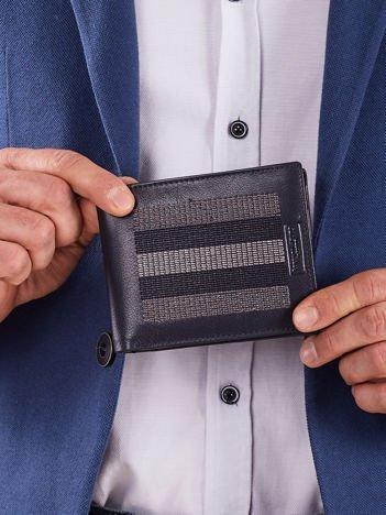 Ciemnoniebieski skórzany portfel z szarymi przeszyciami