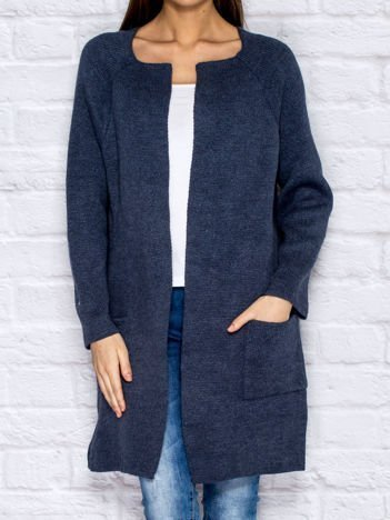 Ciemnoniebieski sweter z kieszeniami