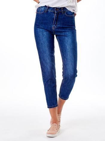 Ciemnoniebieskie spodnie mom jeans