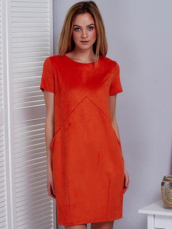 Ciemnopomarańczowa sukienka z imitacji zamszu z kieszonkami