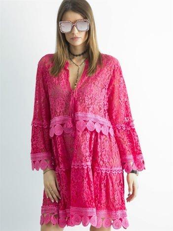 Ciemnoróżowa koronkowa sukienka
