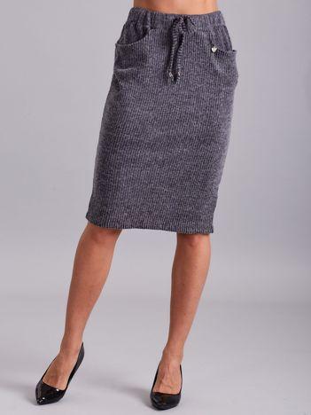 Ciemnoszara prążkowana spódnica z kieszeniami