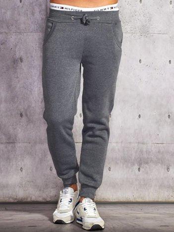 Ciemnoszare gładkie spodnie męskie z ociepleniem i kieszeniami