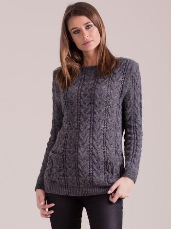 Ciemnoszary sweter w warkocze z kieszeniami