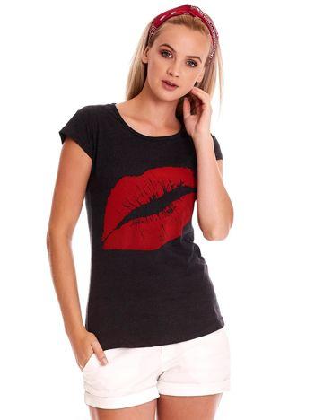Ciemnoszary t-shirt z czerwonymi ustami