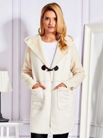 Cienki futrzany płaszcz z kapturem i kieszeniami jasnobeżowy
