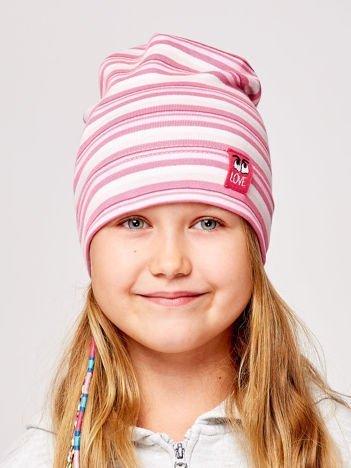 Czapka dziewczęca w paski z naszywką LOVE różowa
