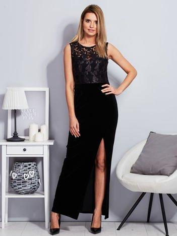 Czarna aksamitna sukienka z cekinowymi kwiatami