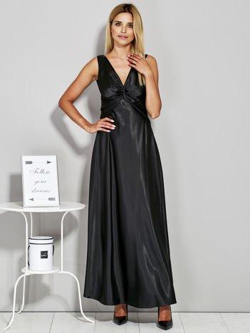 Czarna atłasowa sukienka wieczorowa