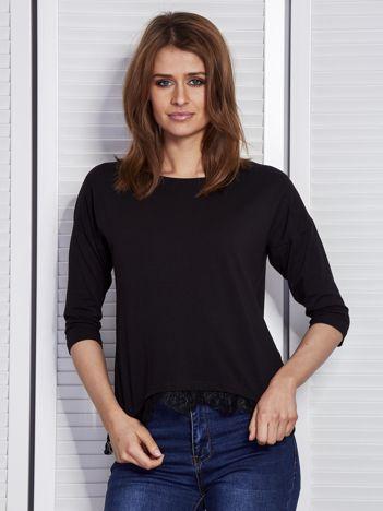 Czarna bluzka z koronkowym wykończeniem