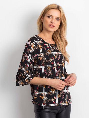 Czarna bluzka z motywem kwiatowym