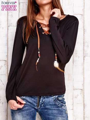 Czarna bluzka z wiązaniem w stylu boho