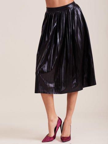 Czarna błyszcząca plisowana spódnica