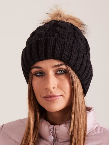 Czarna czapka damska z pomponem