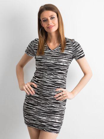 6c622bd873 Czarna dopasowana sukienka w srebrne wzory