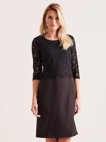 Czarna elegancka sukienka z koronką