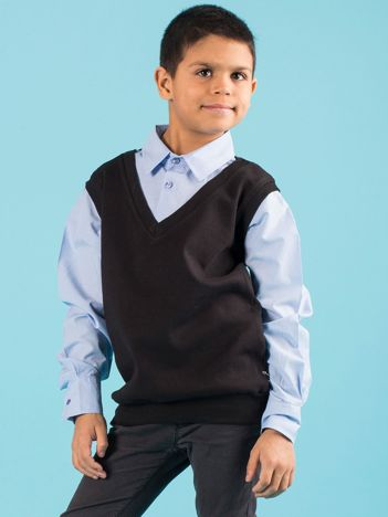 Czarna kamizelka chłopięca z niebieską koszulą