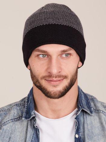 Czarna męska czapka w pasy
