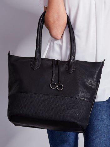 Czarna miękka torba z odpinanym paskiem