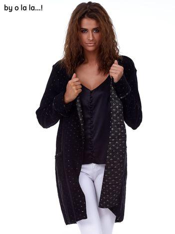 Czarna narzutka o kroju płaszcza BY O LA LA