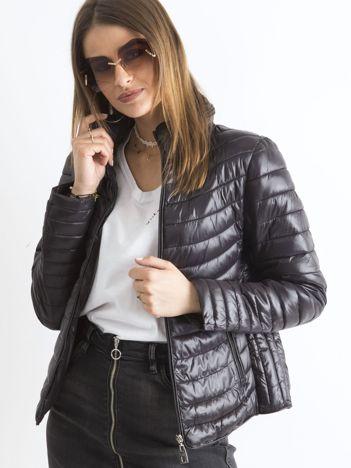 Czarna pikowana kurtka przejściowa