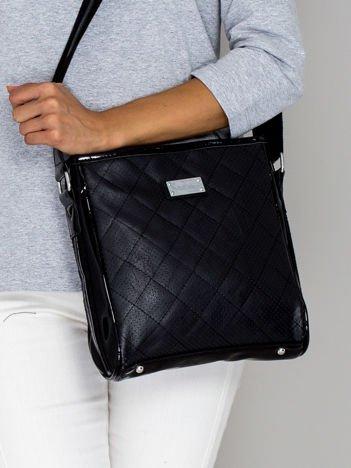 Czarna pikowana torebka listonoszka