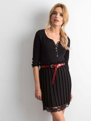 Czarna plisowana spódnica z koronką