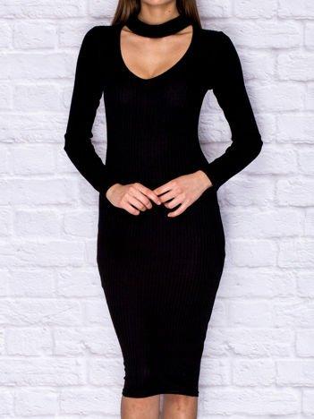 Czarna prążkowana sukienka dzienna z chokerem