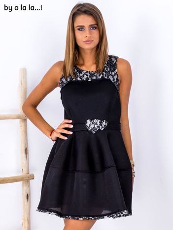 Czarna rozkloszowana sukienka z ozdobnym paskiem BY O LA LA