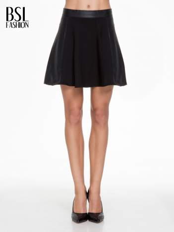 Czarna skórzana mini spódniczka