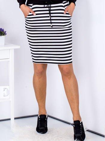 Czarna spódnica w paski z troczkami