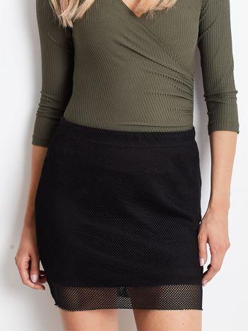 Czarna spódnica z ażurową warstwą