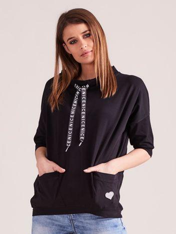 Czarna sportowa bluzka z kieszeniami