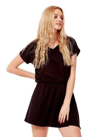 Czarna sukienka V-neck z gumką w pasie