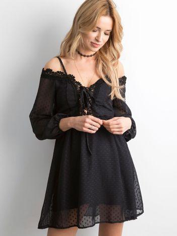 Czarna sukienka cold arms ze sznurowaniem