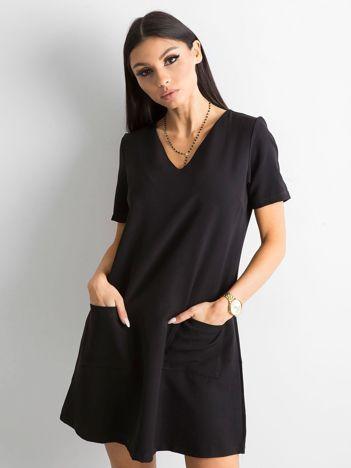 Czarna sukienka damska z kieszeniami