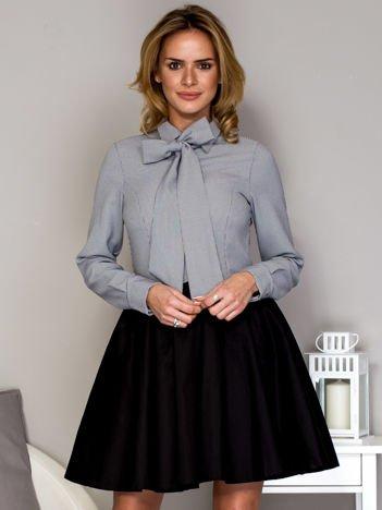 Czarna sukienka damska z koszulą w geometryczne wzory